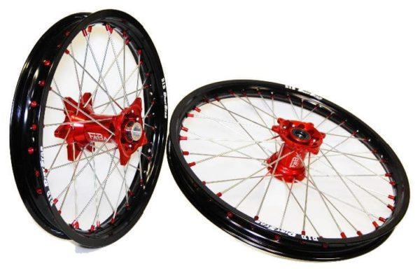 set de roues personnalisé cercle did dirt star noir et moyeux faba rouge